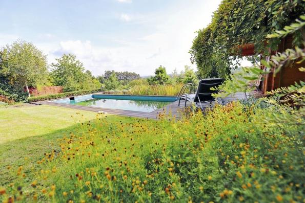 Důležitý je také vhodný přístup kzahradnímu bazénu asoukromí pro uživatele.