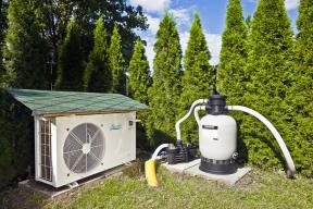 Koupací sezonu si můžete prodloužit. Tepelná čerpadla představují moderní avysoce efektivní způsob ohřevu vody. Pracují nezávisle napočasí aslunečním svitu. Využít je můžete pro nový istávající bazén. Jejich instalace je jednoduchá alze je propojit  isvlastním systémem domácí energetiky (MOUNTFIELD)