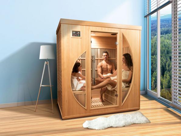 Infrasauny a finské sauny jsou sice někdy prezentovány jako podzimní sortiment, ale to nevadí. Pro naše zákazníky je teď máme s 45 až 55 % slevami, takže se dají pořídit už od 14 995 korun. Na snímku elegantní rodinná infrasauna ROWEN. (Zdroj: Mountfield)