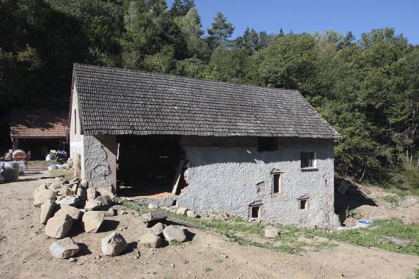 Původní stav téhož historického mlýna ze smíšeného zdiva před zahájením rekonstrukce.