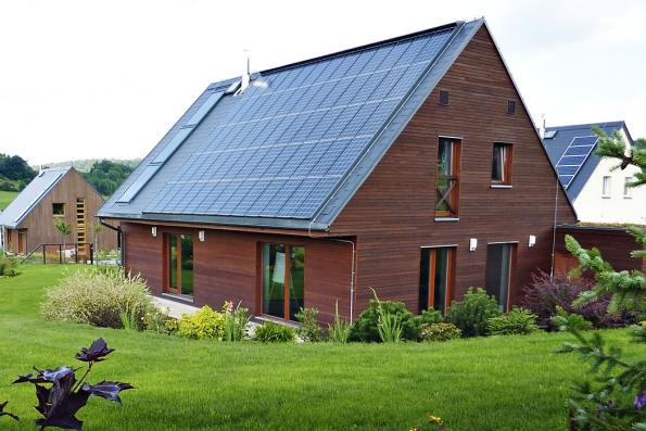 Školicí středisko Atrea, Koberovy (1. energeticky nulová budova vČR). Pasivní domy jsou dlouhodobě monitorovány výzkumným centrem CIDEAS Fakulty stavební ČVUT vPraze.