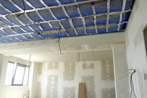 Realizace stropu s využitím technologií Thermoboard Plus (Zdroj: KNAUF)