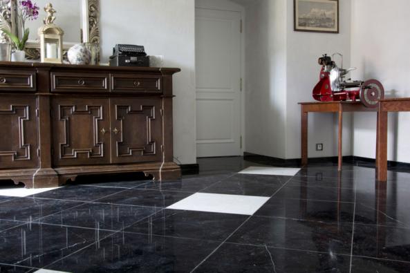 Chcete mít podlahu z mramoru? Pak zvolte lepidlo FLEXKLEBER WEISS.