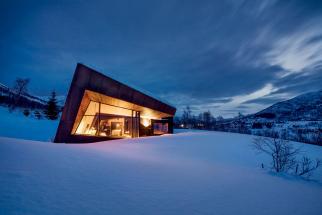 Black Lodge v norských Sunnmøre Alpách (Zdroj: Invit Arkitekter, Alesund; Foto: Johan Holmquist)