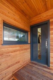 Bezpečnostní dveře do bytu mají jiné parametry, než bezpečnostní dveře do domu, a to nejenom ve volbě povrchu dveří. (Zdroj: NEXT)