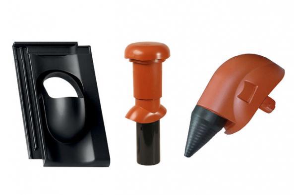 Speciální plasty svysokou odolností se používají při výrobě prostupových střešních tašek. V páru sodvětrávacím komínkem tvoří odvětrávací set, který bezpečně odvede vlhkost zkanalizace, digestoře, WC nebo koupelny skrz střešní konstrukci. Výhodou plastových prostupových tašek od HPI-CZ je nejen vysoká odolnost vůči nízké i vysoké teplotě a UV záření, ale také tvary a barvy neoblíbenějších typů betonových a pálených krytin.