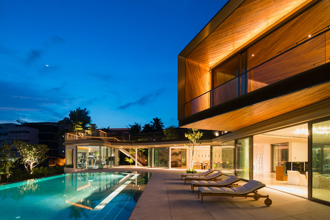 House X – diskrétní do ulice, otevřený světlu a přírodě