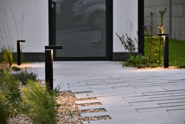 Moderní stojací svítidlo Barite DL je ideální kosvětlení cest, zejména hlavních zahradních komunikací, příjezdů dogaráže apod. Cena  2839Kč sDPH (www.led-zahrada.cz)