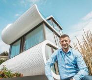 Kdo jednou vstoupil do Flexhousu, přišel, aby tu zůstal. Jako Stefan Camenzind – architekt aobyvatel neobvyklého domu u Curyšského jezera. (Zdroj: PREFA)