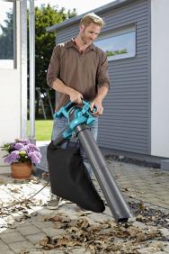 Elektrický zahradní vysavač/foukač ErgoJet 3000 je vhodný pro sfoukávání, vysávání a drcení listí při úklidu zahrady. Změna mezi sací a foukací funkcí je rychlá a snadná (GARDENA)