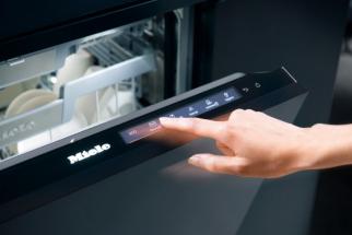 Tak vypadá skutečná svoboda v mytí nádobí – světová premiéra systému AutoDos pro myčky (Zdroj: Miele)