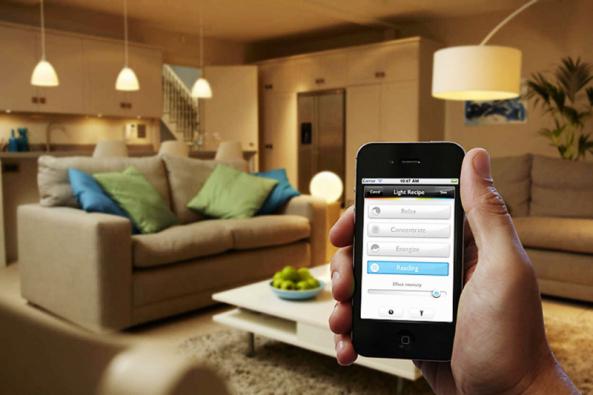 Philips HUE patří krozšířeným aoblíbeným systémům chytrého osvětlení natrhu.