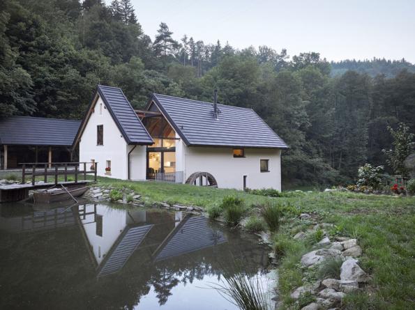 Zástupcem staveb kprivátnímu bydlení mezi finalisty je Rekonstrukce a přestavba mlýna na bydlení (Stempel & Tesař architekti, 2017) na Slapech.