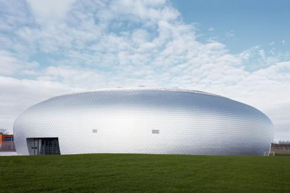 Sportovní hala Dolní Břežany (SPORADICAL, 2017), novostavba navazující na areál základní školy sloužící k výuce tělocviku, pro sportovní veřejnost i k pořádání kulturních akcí.