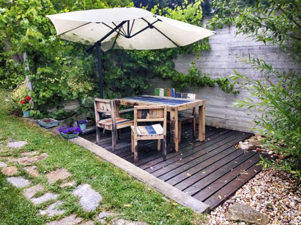 Zahrady mají být přirozeným místem kžití. Není třeba vyhledávat složité technologie, cesty poseté drahokamy či nejmodernější zahradní nábytek. Chceme prostě klid apohodu (Ateliér Flera)