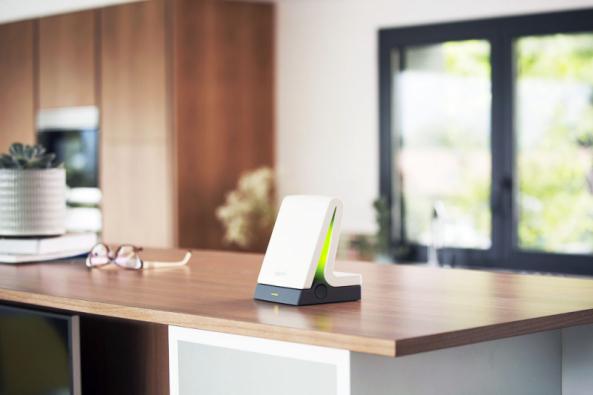 K zařízení TaHoma bezdrátově připojíte vnitřní i venkovní stínění, osvětlení, vytápění, alarm či garážová vrata a pak je ovládáte smartphonem nebo dálkovým ovladačem (SOMFY)