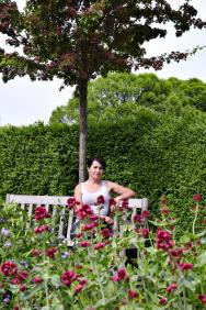 Zahradní architektka Ing.Lucie Peukertová projektuje rodinné zahrady iveřejnou zeleň, věnuje se též popularizaci přírodních aekologických zahrad.