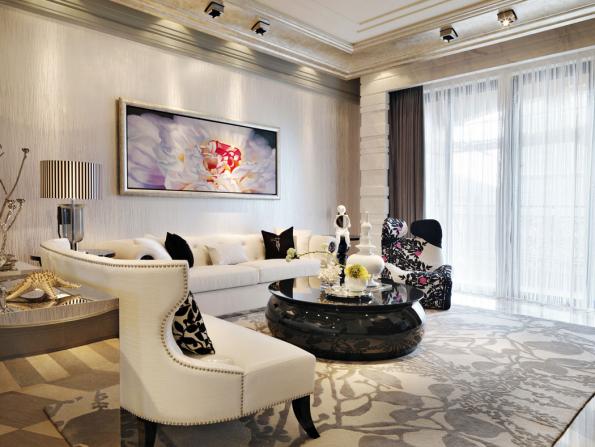 Barevnost glamour stylu je efektní ibez výraznějších barev. Základem je nadčasově elegantní neutrální schéma, oživené bílo-černým kontrastem aprozářené leskem skla, zrcadel akovových doplňků.