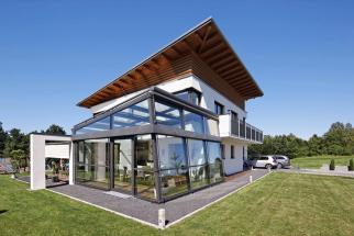 Zimní zahrada zvyšuje hodnotu nemovitosti. Řešením navíc získáte inteligentní vyrovnávací zónu, která jak vlétě, tak ivzimě pomáhá šetřit energii (SCHÜCO)