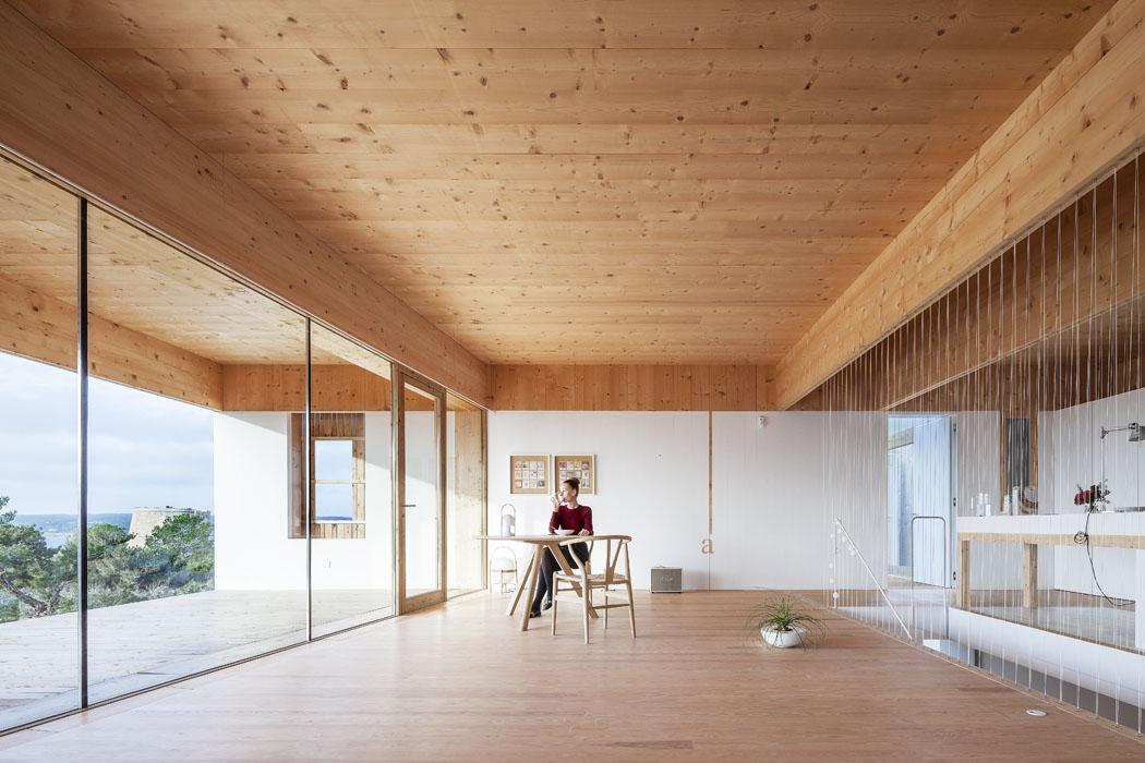 """""""Tato stavba má být harmonickým spojením protikladných dvojic – levitujícího atektonického, hmoty asvětla, země avzduchu."""""""