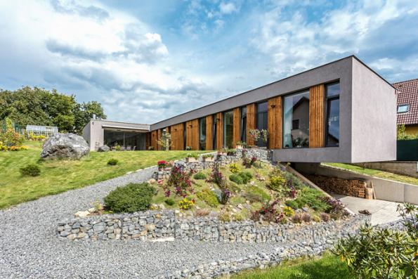 HLASOVÁNÍ ODBORNÉ POROTY  Domy nad 150 m2  3. místo získal dům, jehož autory jsou architekti Vojtěch Kaas aJan Kalivoda (sout. kód N06)