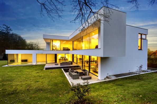 HLASOVÁNÍ ODBORNÉ POROTY  Domy nad 150 m2  1. místo získal dům, který navrhli architekti Martin Kareš aRobert Rais (soutěžní kód N08)