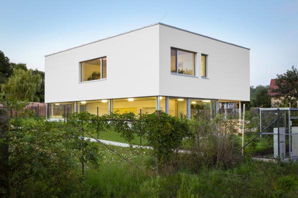 HLASOVÁNÍ ODBORNÉ POROTY  Domy do 150 m2  3. místo získal dům, který navrhl architektonický ateliér Kamkabinet (soutěžní kód D02)