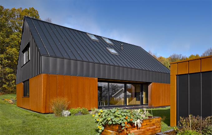 HLASOVÁNÍ ODBORNÉ POROTY  Domy nad 150 m2  2. místo získal dům, který navrhli architekti Ján Stempel aJan Jakub Tesař (soutěžní kód N17)