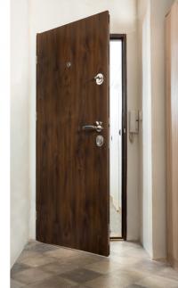 Bydlíte v bytě nebo v rodinném domku na rušné ulici? Pak určitě víte, jak nepříjemné je každý den poslouchat rozhovory sousedů, zvuky z chodby či hluk aut. Jak si z domova udělat klidné místo, ve kterém uslyšíte jen to, co sami chcete? (Zdroj: HT dveře)