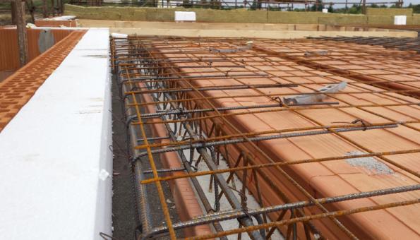 HELUZ MIAKO – Zhotovení stropu, síť po obvodu (Zdroj: HELUZ)
