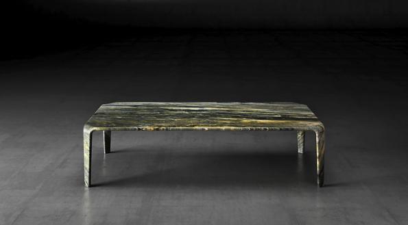 Toan Nguyen aspolečnost Luxury Living Group představili model stolu Serengeti, kde dřevo nahradil kvarcit Santorini. Efektní je nejen struktura kamene, ale ivzhled monolitu.