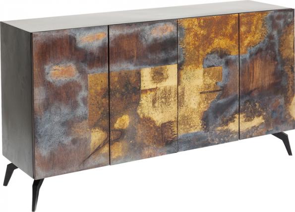 Dekorativní perfektně zpracované komody se stávají novým trendem. Model Oxy má ocelový korpus aručně lakovaná dvířka zmangového dřeva (KARE Design)