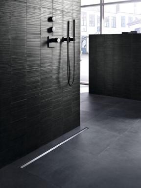 Sprchové kanálky Geberit CleanLine, které nejen skvěle vypadají, ale díky vyjímatelné hřebenové vložce se i velmi snadno čistí. (Zdroj: Geberit)