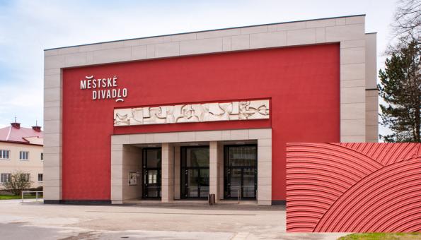 Divadlo, Žďár nad Sázavou. Kreativní technika strukturování zubovým hladítkem (Zdroj: Baumit, spol. s r.o.)