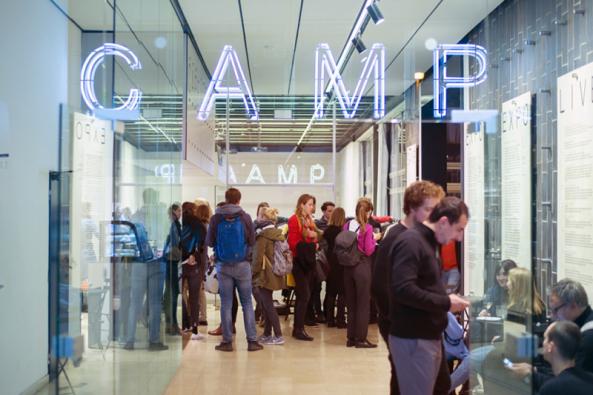 Pražské Centrum architektury aměstského plánování (CAMP) zve zájemce navýstavu mapující předměty, které nás veměstě obklopují, významně ovlivňují jeho charakter akteré přitom ani nevnímáme. Výstavu můžete navštívit až do30. června.