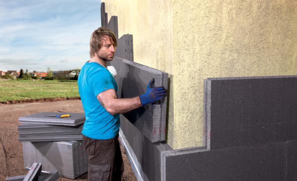 Kvalitní a trvalá izolace zajistí budově optimální klima. Zabrání teplotním ztrátám, vlhkosti a jejímu vzlínání. Správně zvolený materiál přinese zásadní úsporu energií spojených jak s vytápěním, tak i s klimatizováním interiéru budovy. (Zdroj: HORNBACH)