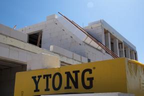 Masivní střecha Ytong Komfort nejen že udrží teplotu i v tropických vedrech, ale také díky ní  vyhovíte zpřísňujícím se požadavkům na snížení energetického standardu budov. (Zdroj: Xella)