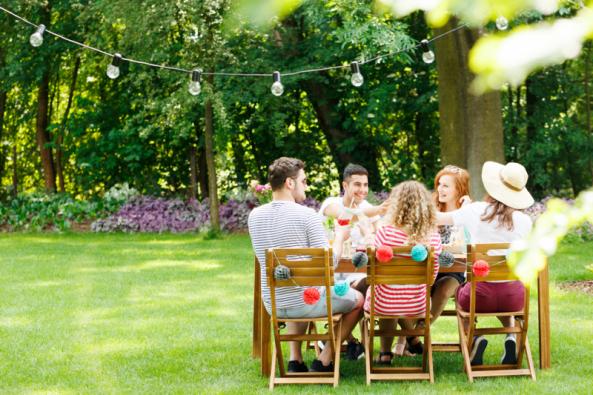 Léto láká opustit dům aoblíbené radovánky přesunout ven. Kromě oblíbeného posezení, vaření astolování nazahradě si nasvé přijdou iděti, které si mohou užít venkovních atrakcí.