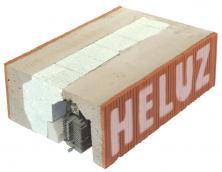 V létě brání přehřívání interiérů, v zimě únikům tepla – nosný žaluziový a roletový překlad HELUZ pro venkovní stínicí techniku oceníme v létě i v zimě (Zdroj: HELUZ)