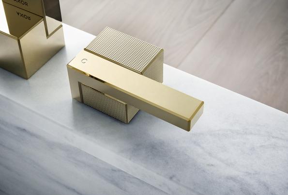 Baterie Axor Edge sdiamantovým brusem avzářivém leštěném bronzu je mistrovskou kreací designéra Jean-Marie Massauda.