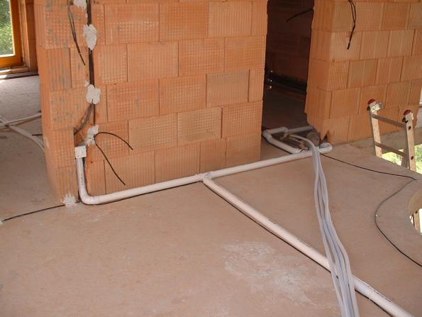 Sací potrubí bývá vedeno převážně v podlahách, zásuvky schovány pod omítkou (Zdroj: BEAM)