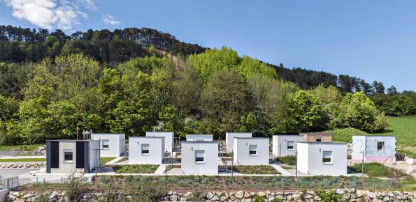 Vevýzkumném středisku Vivapark firmy Baumit poblíž Vídně najdete 12 napohled stejných domečků zrůzných stavebních materiálů, které jsou protkané 33 čidly porovnávajícími různé parametry. Více nahealthyliving.baumit.com/cz/vivapark