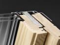Vzimě představuje například systém Velux ThermoTechnology velmi účinný štít proti chladnému vzduchu avětru avkombinaci se speciálním těsněním nabízí střešní okno udržení tepla svysokou energetickou efektivitou.