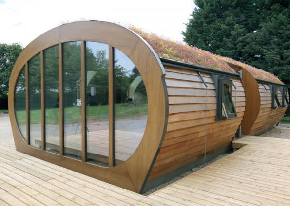 Velká Británie. Green Unit jsou ekologické modulové stavby se zvýšenou energetickou úsporností. Vmodulech byly využita super energeticky úsporná střešní okna FAKRO FTP-V U5 se součinitelem prostupu tepla Uw=0,97 W/m2K. (Zdroj: FAKRO)