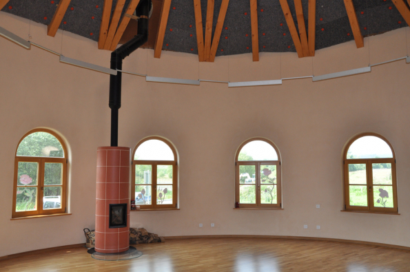 Hliněné omítky skvěle akumulují teplo a vytváří hřejivý domov. (Zdroj: Cemix)