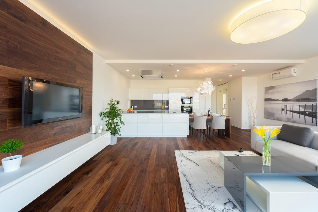 Dřevěné podlahy Kährs dostaly prostor i na jídelním stole