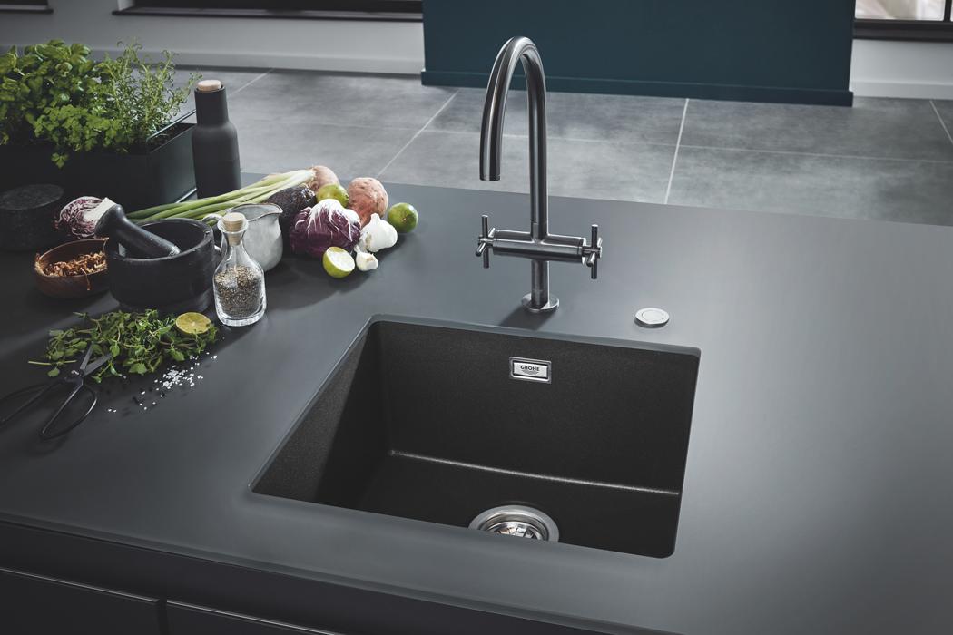 Nové kuchyňské dřezy GROHE v luxusních barevných provedeních