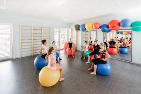 Nový rehabilitační pavilon nabízí dostatek světla i prostoru. (Zdroj: Bramac)