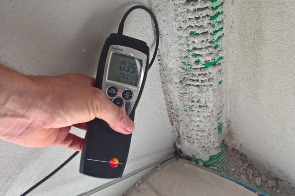 Blower door test měření (Zdroj: HELUZ)