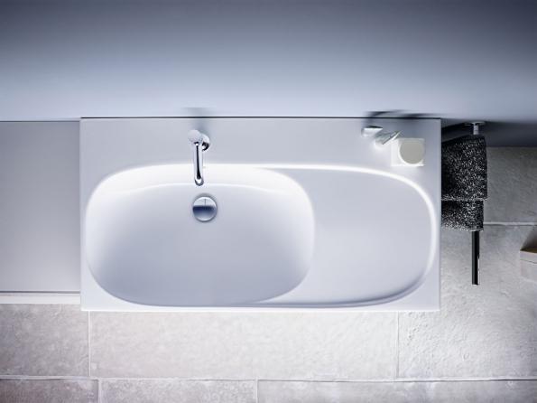 Umyvadlo Geberit Acanto s odkládací plochou (Zdroj: Geberit)